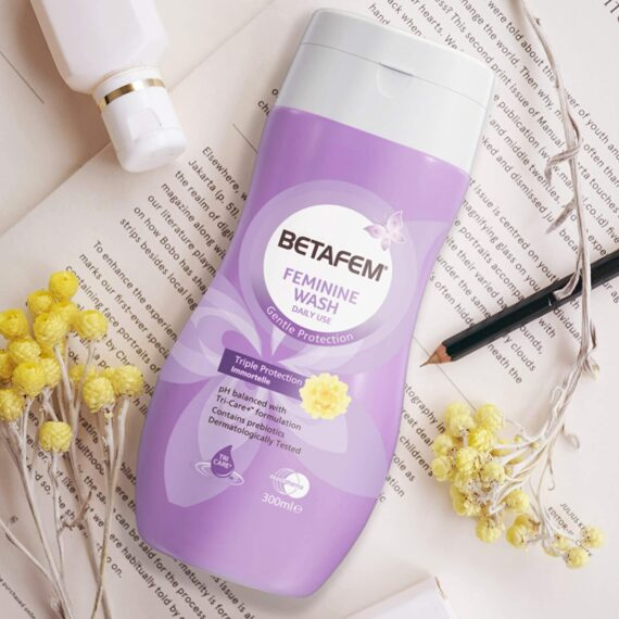 BETAFEM Feminine Wash 300 ml Gentle Protection Against Vaginal Itching, Odour and Excessive Discharge